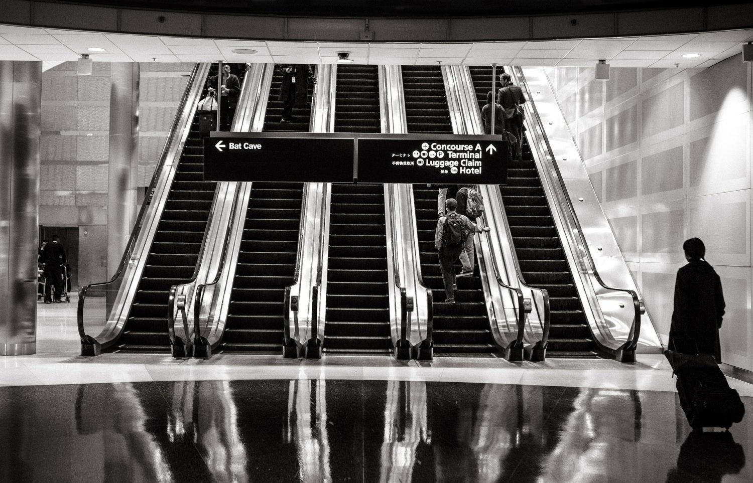 escalators-594463_1920