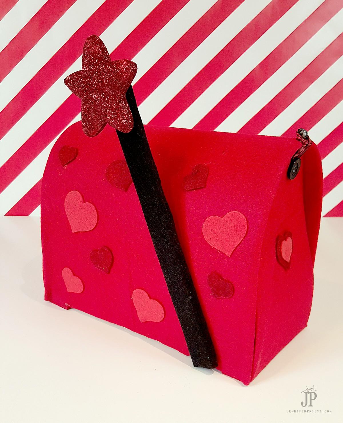 DIY-Valentine-Mailbox-with-Smoothfoam-Jennifer-Priest