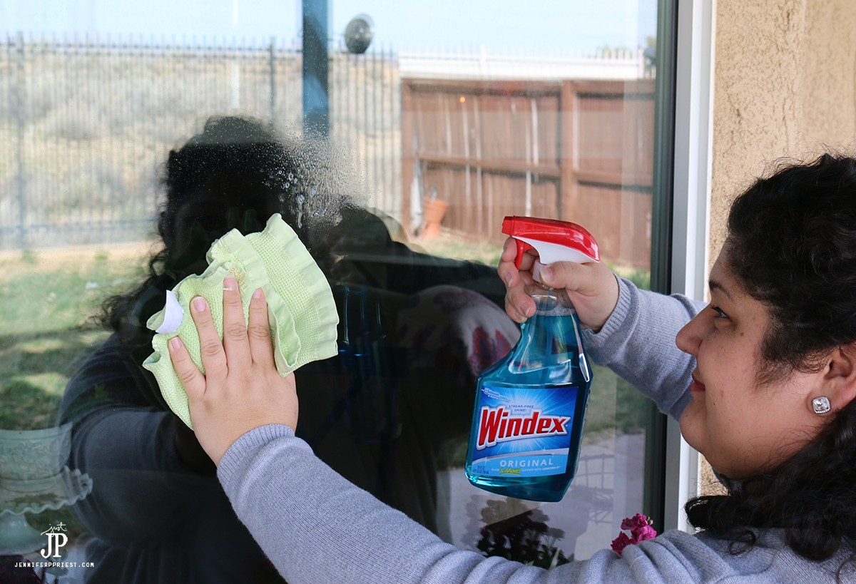 How-to-clean-widows-with-Windex-Jenniferppriest