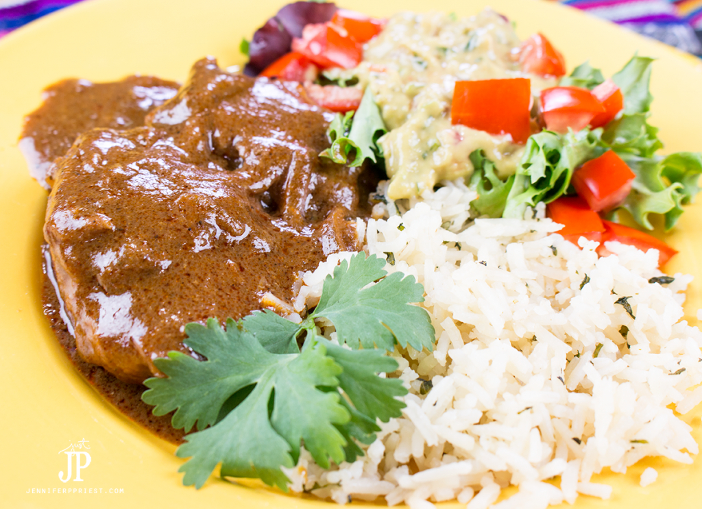 Slow-Cooker-Chicken-Mole-Recipe-jenniferppriest The most delicious EASY Slow cooker chicken mole recipe with Knorr creamy guacamole. #pruebaelsabordeknorr [AD]
