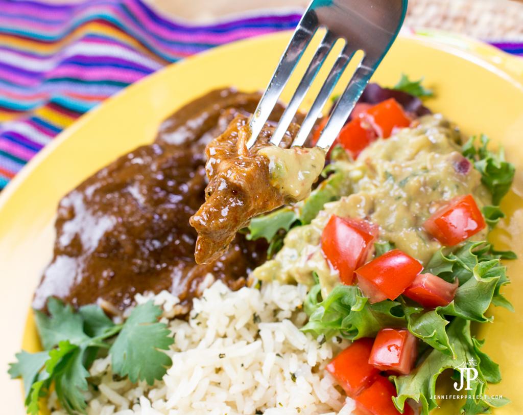 Slow-Cooker-Chicken-Mole-jenniferppriest The most delicious EASY Slow cooker chicken mole recipe with Knorr creamy guacamole. #pruebaelsabordeknorr [AD]