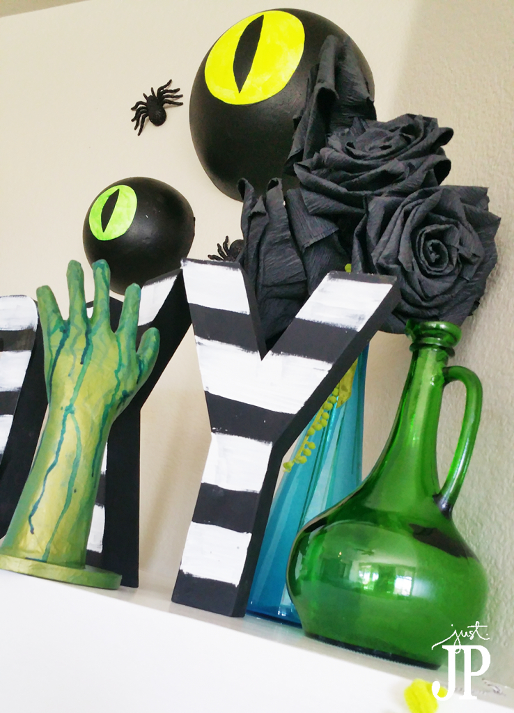 Beetlejuice-Halloween-Mantle-Darice-JPriest