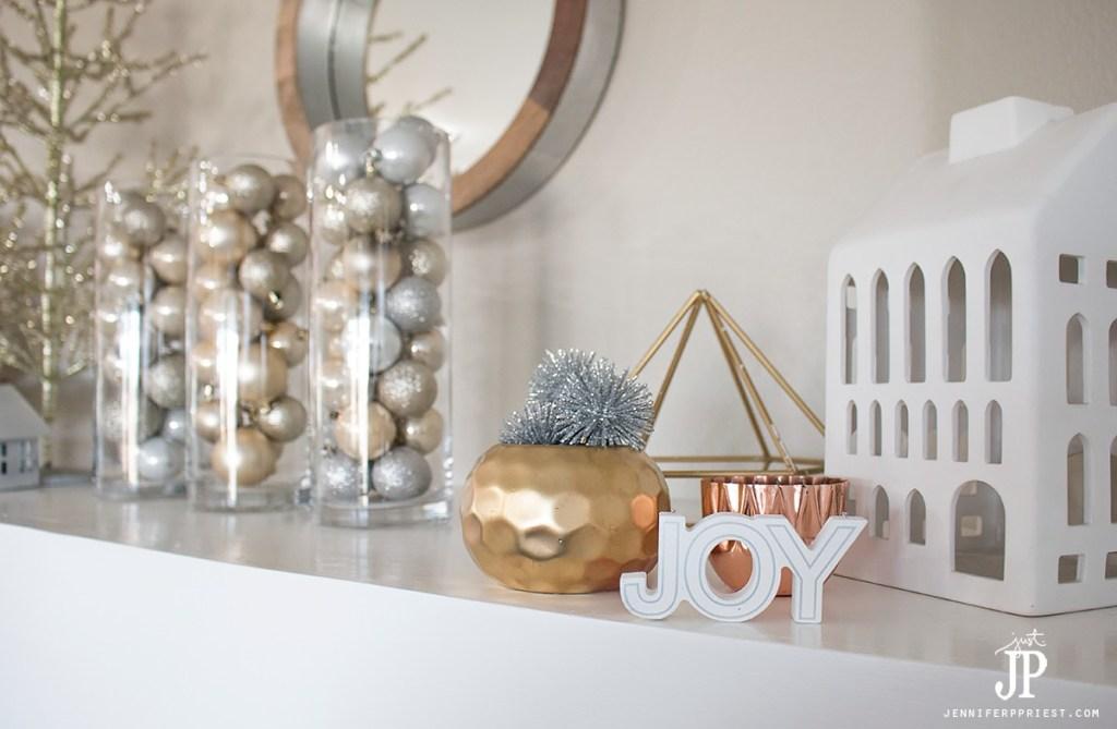 cheap-easy-free-christmas-decorations-mantle-decor-jenniferppriest