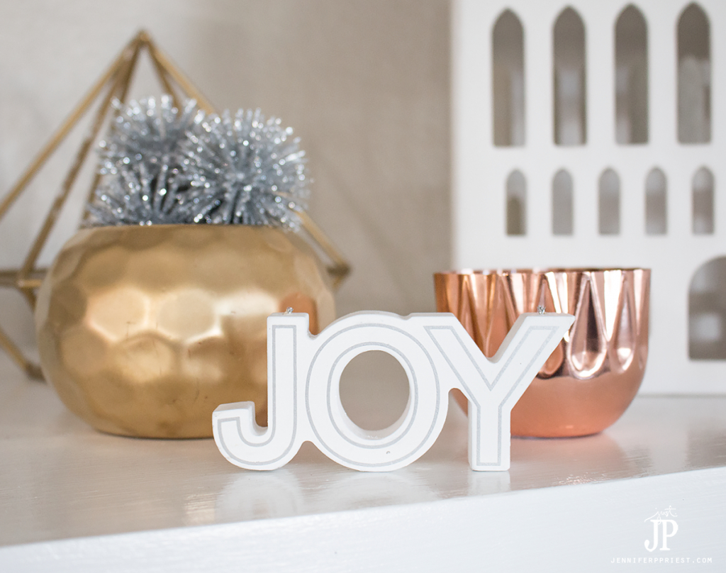 diy-christmas-decorations-mantle-decor-jenniferppriest
