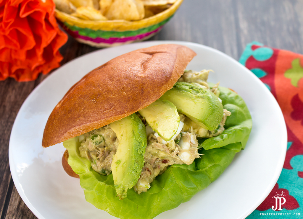3 easy ways to incorporate AVOCADOS FROM MEXICO into your favorite recipes like tuna sandwiches, salads, and even eggs benedict! #VidaAguacate #EchaleChallenge [AD]