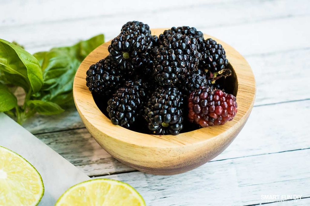 5 ways to change your weight loss mindset -- add fresh berries to water to make it taste better #NeuroGymFit #CollectiveBias