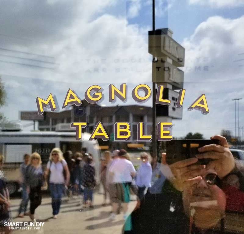 Magnolia Table door
