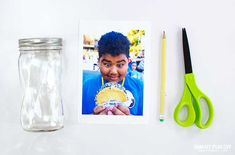trace mason jar onto photo and cut out with scissors