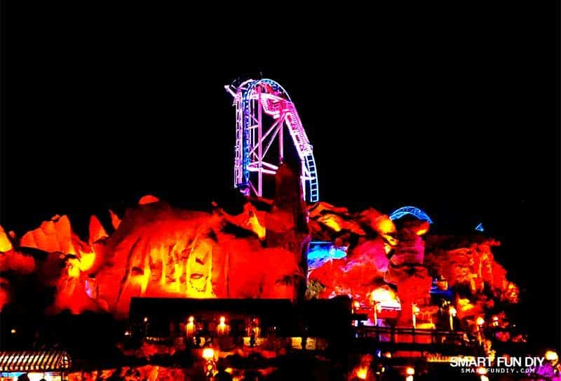 Hang Time ride at night at Knott's Merry Farm