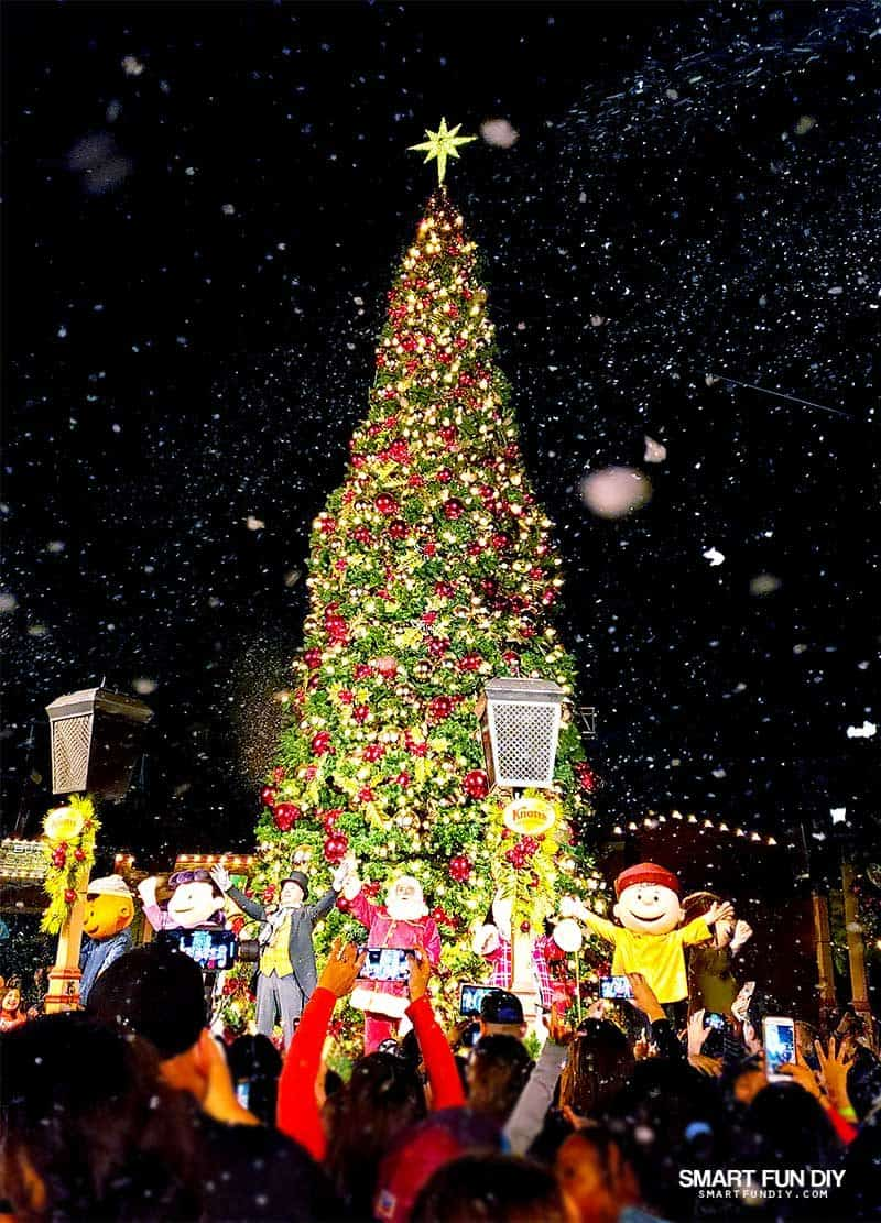 Christmas Tree Lighting Ceremony at Knott's Merry Farm