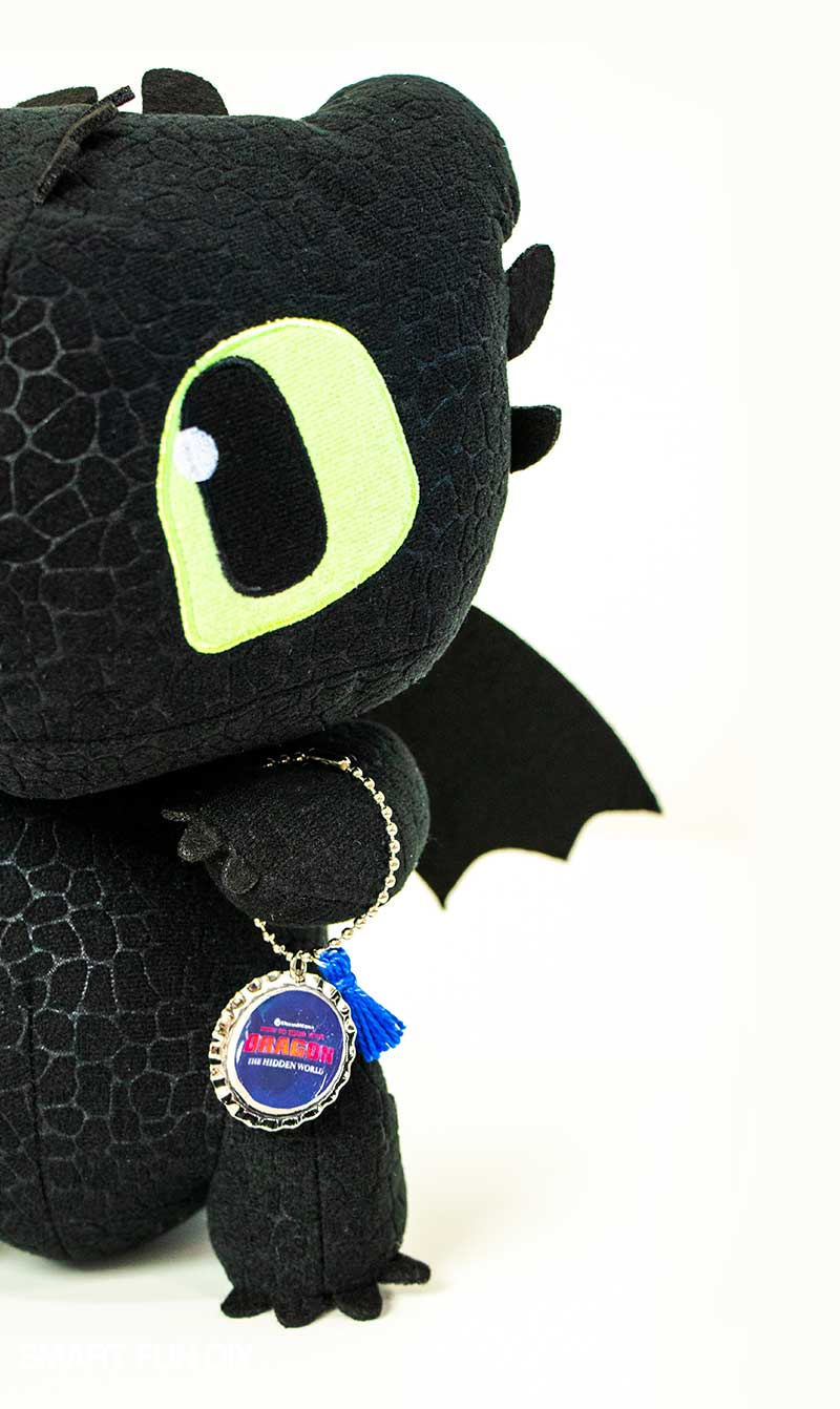 Toothless dragon plush holding keychain made with How to Train Your Dragon movie printables