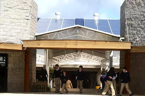 Colegio en Guatemala inaugura el proyecto de energía solar paneles solares fotovoltaicos