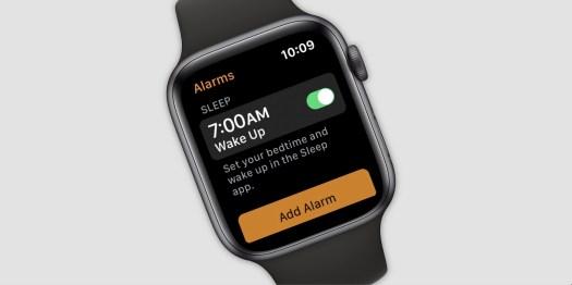 "En Apple Watch med appen Alarms åpen, med teksten ""Sleep"" og ""Set your bedtime and wake up in the Sleep app"""