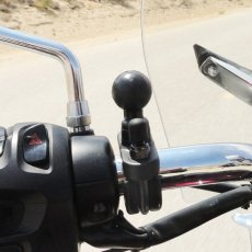 "RAM handlebar base with zinc U-bolt (up to 1.25"" dia)"