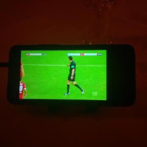 Bundesliga live mit Sky im Mobile-TV von Vodafone auf dem HTC One