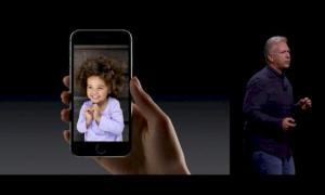 Phil Schiller präsentiert das iPhone 6s (Screenshot von Apple.com)