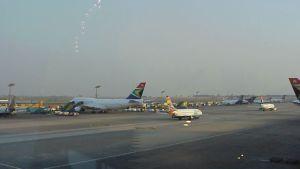 Blick auf den Flughafen der Millionenstadt Johannesburg