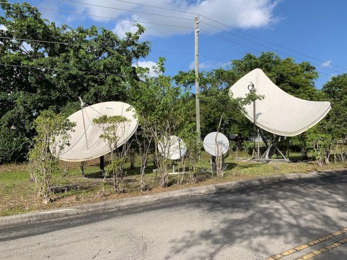 Sat-Antennen im Freigelände (Foto: SmartPhoneFan.de)