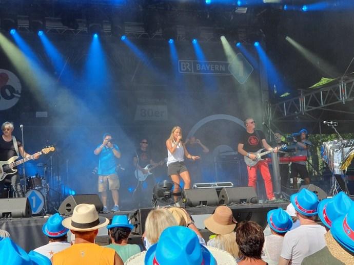 Mit der Bayern 1 Band startete das Musikprogramm auf der Hauptbühne (Foto: SmartPhoneFan.de)