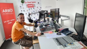 Joey Fellner im Livestudio des ARBÖ-Verkehrsradios (Foto: SmartPhoneFan.de)