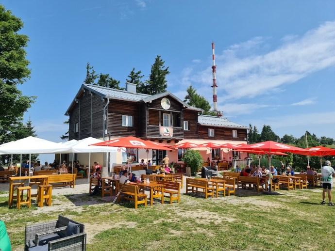 Bei schönem Wetter wird auch die Gastronomie auf dem Gaisberg gerne genutzt (Foto: SmartPhoneFan.de)