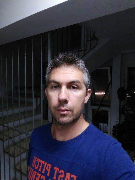 Noćni selfie, umjetno svjetlo