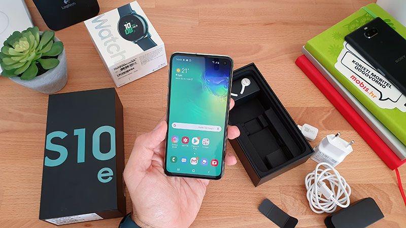 Na testu: Galaxy S10e & Galaxy Watch Active [Unboxing]