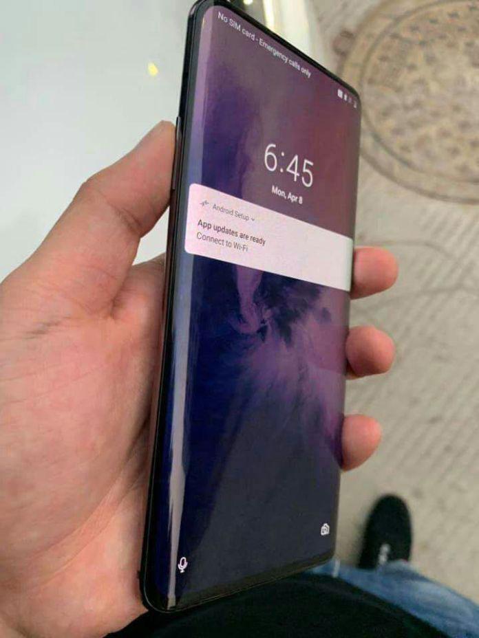 OnePlus 7 svanuo na navodnim fotkama uživo - zaslon od ruba do ruba je zakrivljen?