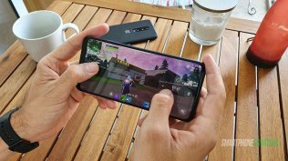 Galaxy-A70-Recenzija-dizajn-i-ergonomija-(8)