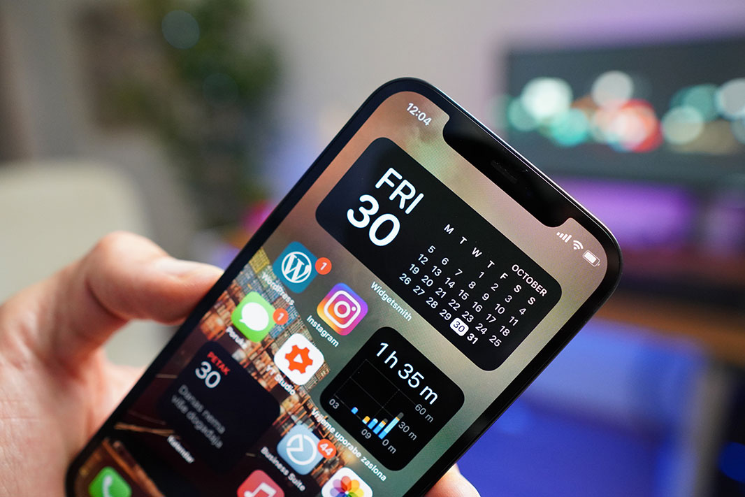 iphone 12 recenzija zaslon