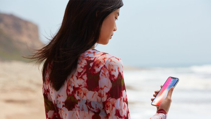 iphonex-face-recognition-beach