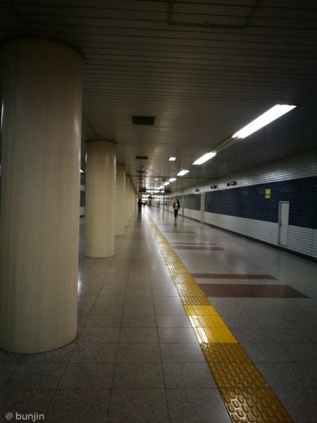 地下通路、延びる
