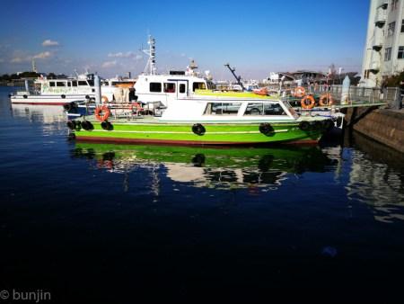 緑色の船体