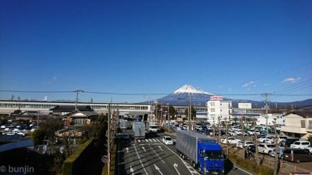ホーム越しの富士