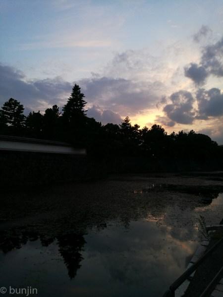 お堀の夕景