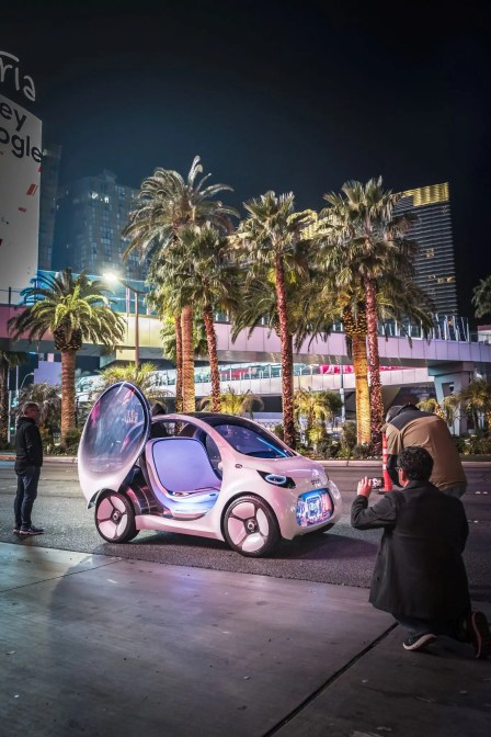 Mercedes-Benz auf der Consumer Electronics Show (CES) in Las Vegas smart vision EQ fortwo // Mercedes-Benz at the Consumer Electronics Show (CES) at Las Vegas smart vision EQ fortwo