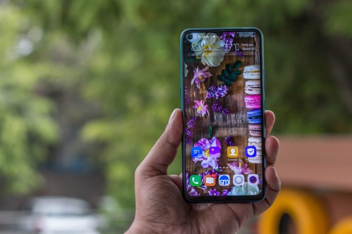 Vivo Z1 Pro front punch-hole display