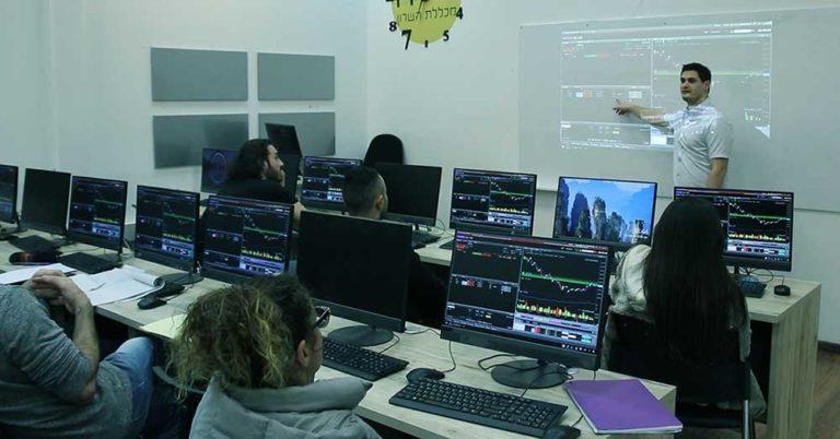 סמארט טרייד - קבוצות למידה למסחר בשוק ההון - תום רוכמן