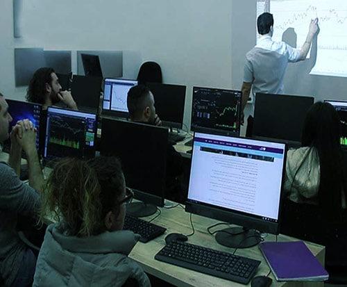 סמארט טרייד - תום רוכמן - קבוצות למידה למסחר בשוק ההון ראשי