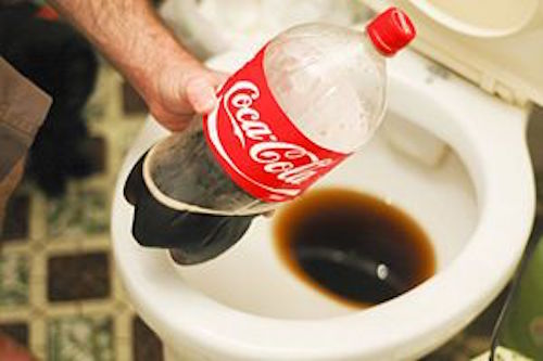 Clean a toilet with Coca Cola