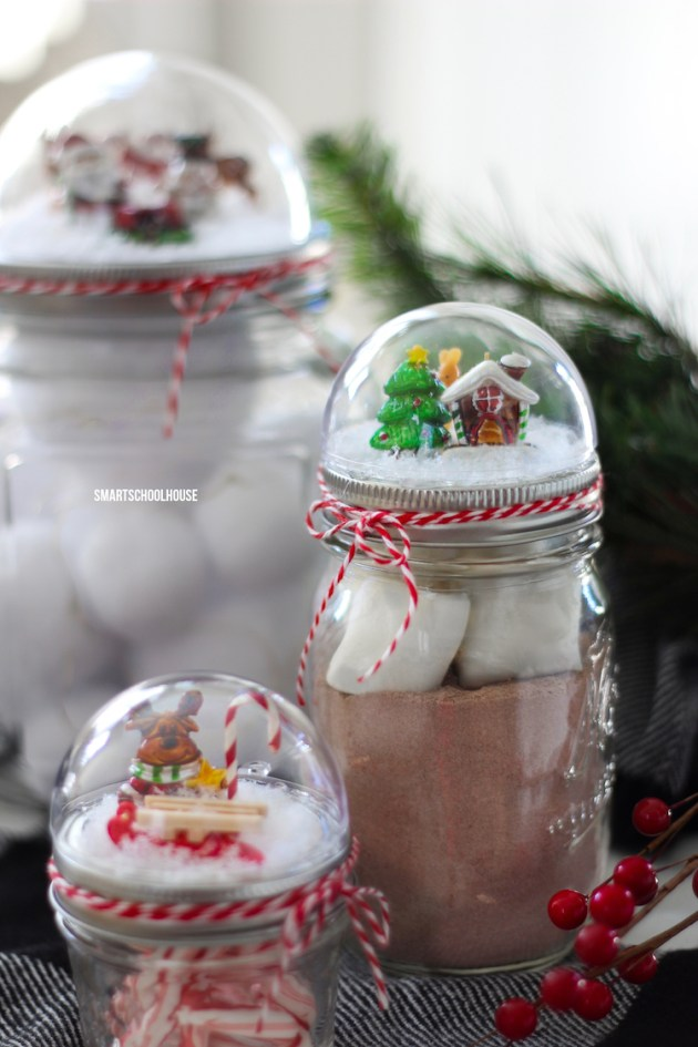 Mason Jar Lid Snow globe | mason jar gift ideas