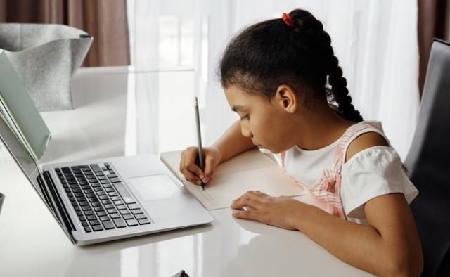 10 realistic ways to make money online in Africa