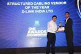 MR. KAMAN CHAULA COUNTRY CATEGORY MANAGER VOLUME LASERS HP INDIA SALES PVT. LTD IS GIVING THE AWARD OF BEST STRUCTURED CABLING VENDOR OF THE YEAR AWARD TO D-LINK INDIA