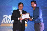 MR.-ANIL-JAIN-MANAGING-DIRECTOR-PROGILITY-TECHNOLOGIES-GIVING-AWARD-OF-THE-BEST-PROJECTOR-VENDOR-OF-THE-YEAR-EPSON-INDIA-PVT.-LTD