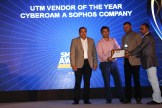 MR. SUNIL PAUL, COO AND SUDHEER KUMAR, CTO OF FINESSE ARE GIVING AWARD OF BEST UTM TO CYBEROAM A SOPHOS COMPANY
