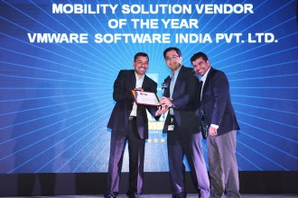 MR. SUNIL SHARMA, VP SALES & OPERATIONS, INDIA & SAARC, SOPHOS IS GIVING AWARD OF THE BEST MOBILITY SOLUTION VENDOR OF THE YEAR TO VMWARE SOFTWARE INDIA