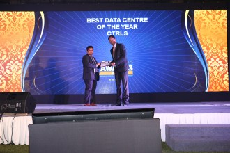 MR. SANJAY-MOHAPATA-EDITOR-SME-CHANNELS-IS-VING-AWAY-THE-AWARD-OF-THE-BEST-DATA-CENTRE-OF-THE-YEAR-TO-CTRLS