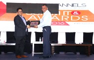 SANJAY MOHAPATRA OF SME CHANNELS GIVING AWAY SUPER50 AWARD TO PROGRESSION INFOTECH PVT LTD