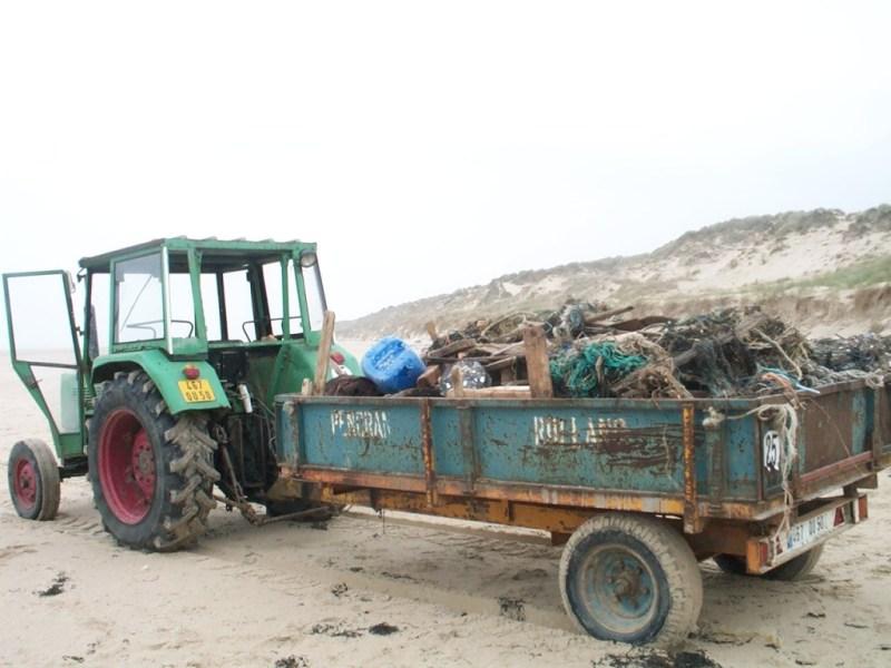Ramassage de déchets plastiques (SMEL)