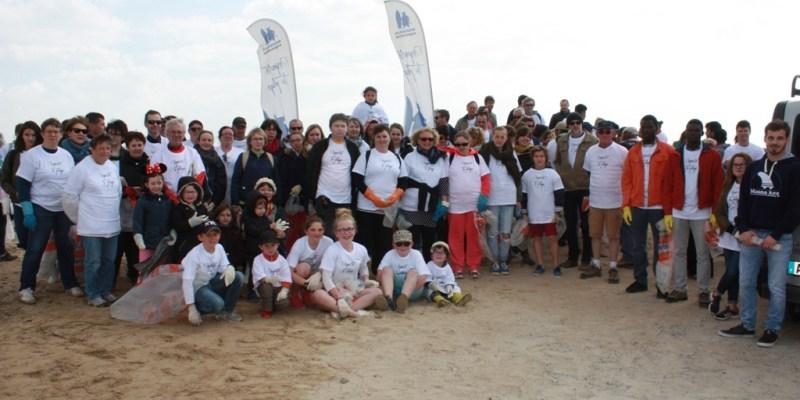 Les bénévoles pour l'opération «Nettoie ta plage 2017» (@SMEL)